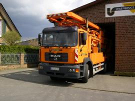 orangener Spülwagen